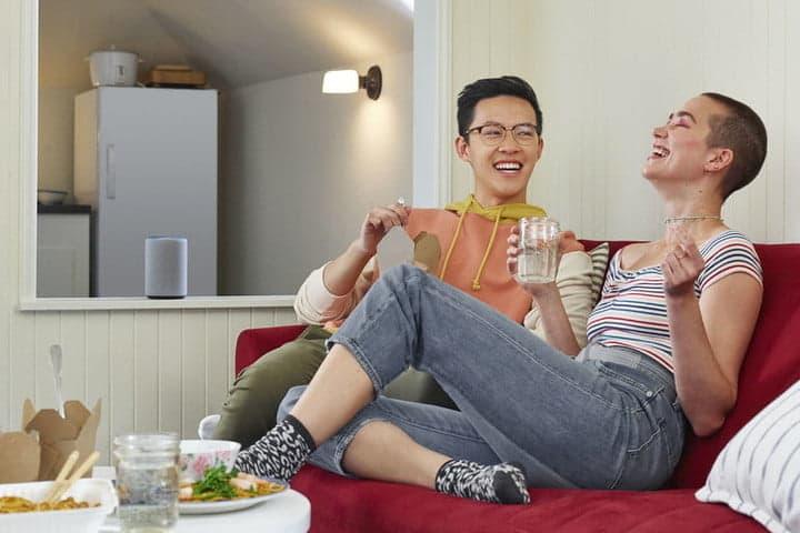 Amazon Echo completamente nuevo en la sala de estar